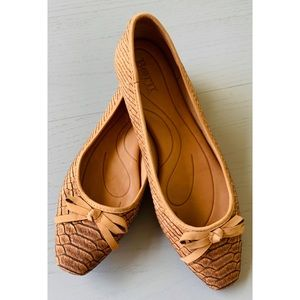 BORN Leather/Cork Flats (Bow)